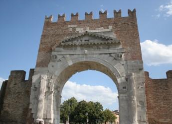 Rimini. Week end con l'Arco di Augusto al buio. La città aderisce a Earth Hour.