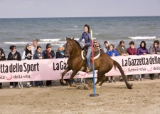 A cavallo del mare. Pronta la VII Rassegna del cavallo sulla sabbia del Fantini Club di Milano Marittima.