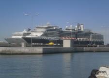 In vista dell'attracco di navi da crociera in ottobre, a Porto Corsini, resta ancora aperto l'ufficio Iat.