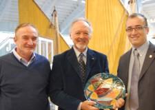 Cesenatico. Un riconoscimento per il prof  Rinaldi, presidente del Centro ricerche marine.