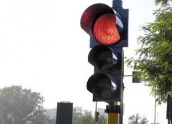 Ravenna. Viabilità. Attivo il nuovo semaforo di Fosso Ghiaia all'altezza della chiesa.