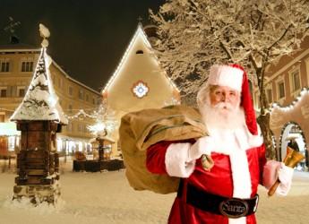 Ravenna. A Lido Di Dante Babbo Natale arriva in piazzale Dante per incontrare i bambini.