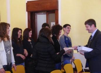 Faenza. Incontro a Palazzo Manfredi con i neo diciottenni. Per loro una copia della Costituzione e tessera elettorale.
