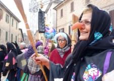 Forlì. In Piazza Saffi grande festa per l'arrivo della Befana.