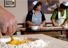 Cervia. Doppio laboratorio di cucina romagnola per i ragazzi dell'alberghiero promossi dalla 'Casa delle aie'.