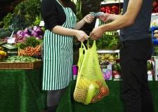 Riccione. Volontari consegnano la spesa a casa ad anziani e non autosufficienti