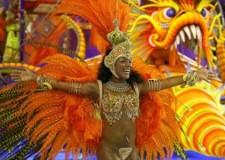 Carnevale di Rio. Tra le maschere anche Schettino, Lady Diana e i Beatles