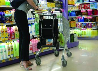 Spesa alimentare, gli italiani mangiano e spendono meno.