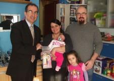 Il Sale della vita: Amelia Mazzone e Dario Aruta sono i primi nati del 2012.