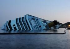 Costa Concordia, svuotati i primi sei serbatoi. Clini: ' Vertice il 1 marzo'.