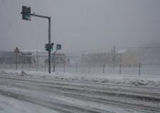 Neve e ghiaccio. La Polizia Municipale invita a viaggiare solo se necessario