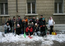 Emergenza neve. Tanti volontari per rimuovere la neve, Boy scout e altri cittadini