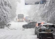 Neve. Comuni più colpiti: raccolta rifiuti a rischio. Stazioni ecologiche chiuse a Poggio Berni e Verucchio
