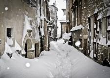 Emergenza neve. Persone evacuate, pochi viveri e carburante. In arrivo aiuti da Bolzano