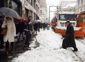 Neve e gelo anche a Rimini. Domani scuole chiuse, temperature in calo