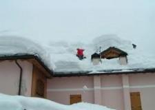 Allarme neve sui tetti. Molte telefonate alla Protezione Civile, c'è un numero dedicato