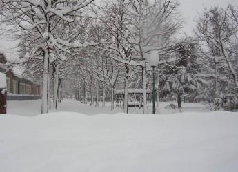 Pericolo lame di ghiaccio e accumuli di neve. Attenzione a tetti, balconi e alberi