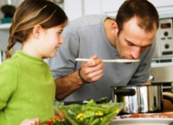 Pari opportunità, anche tra i fornelli. A Faenza cucina naturale per mamma e papà