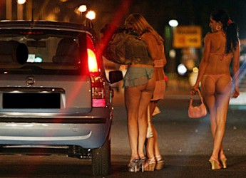 Riccione. Continua senza sosta il lavoro della Polizia Municipale in contrasto alla prostituzione e all'abusivismo commerciale.
