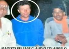 Libero uno dei due ostaggi in India. Claudio Colangelo: ' Ci hanno presi mentre facevamo il bagno'.