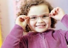 Per molti la visita oculistica è un lusso inaccessibile. Raccolta di occhiali da vista.