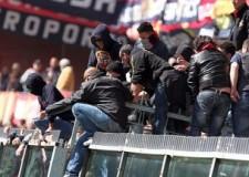 33a giornata di Serie A. Il reality del Genoa: ' Indegni,  ora toglietevi quelle maglie!'.