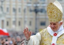 La Via Crucis del Venerdì Santo. In diretta da Roma con Papa Benedetto XVI.