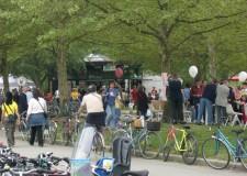 Sciame di biciclette, a Cesenatico la domenica è 'green'.