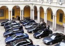 Auto blu: le 'strane' priorità di un Paese in crisi. E gli italiani 'tirano la cinghia'.