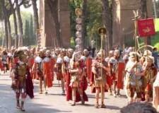 Rimini. 'Taglio del nastro' a Borgo Marina, con rustida e  legionari della XIII Gemina Rubico.