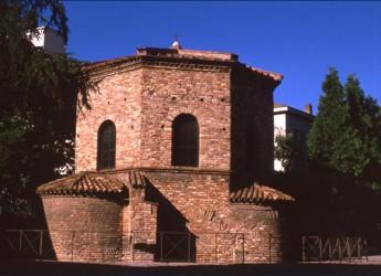 Emilia Romagna. Ritrovata a Ravenna ' la croce sommitale del Battistero degli Ariani'.