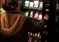 Emilia Romagna.Distributori automatici: stop a bibite gasate e merendine. Via il junk food dalle scuole.