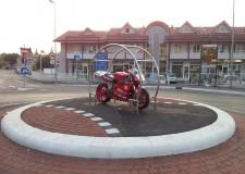 Emilia Romagna. Una Ducati al centro di una rotonda di Misano, la 'Città dei Motori'.