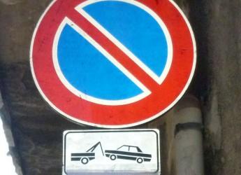 Faenza. Sosta vietata in corso Garibaldi per lavori di sostituzione delle vetrate di un edificio.