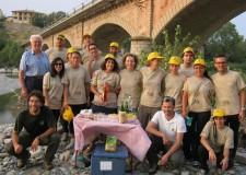 Emilia Romagna. Una discarica a cielo aperto: volontari all'opera per pulire il Parco del Taro.