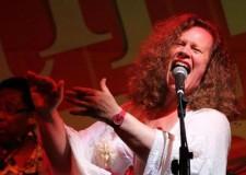 Sara Jane Morris per il finale di 'Percuotere la Mente'. A Rimini, con la band 'Fallen Angels'.