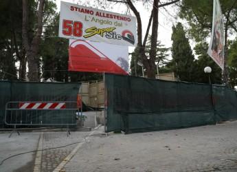 Rimini. Il podio del Sic, dove lasciare un ricordo, un fiore. E scattare una foto.