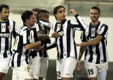 Calcio serie A. La Juve continua a volare. L'inter frena. Il Milan travolto all'Olimpico.