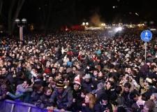 Capodanno a Rimini: in 50 mila in Piazzale Fellini e 'invasione' del centro storico.