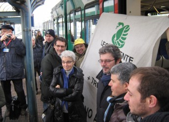 Emilia Romagna. Blitz di Legambiente alla presentazione dei nuovi treni regionali.