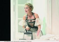 'La Locandiera' al Teatro Comunale di Cesenatico, con Nancy Brilli.