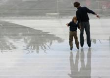Forlì. Natale si avvicina. In piazza Saffi arriva la pista di ghiaccio per grandi e piccini. A fine mese si inizia a pattinare.