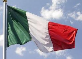 Forlì. La città festeggia il Tricolore con gli studenti delle scuole medie.