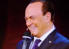 Sanremo. Crozza imita Berlusconi, subito polemica. Fazio corre in aiuto e si ride con la Littizzetto.