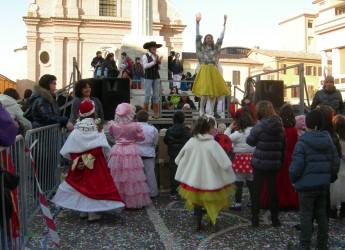 Carnevale in piazza a Savignano sul Rubicone: animazione, dolci e maschere.