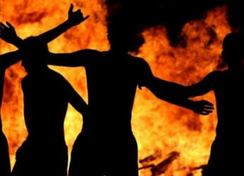 Emilia Romagna, la festa del fuoco e delle tradizioni nell'antico rito dei Lòm a Merz.