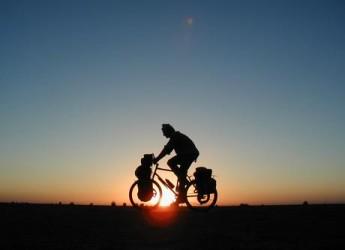 Le Città dell'Arte dell'Emilia Romagna promuovono lo slow bike con un opuscolo.