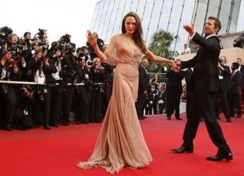 Spettacolo. Arsenio Lupin in scena a Cannes. Furto da un milione alle dive del Festival.