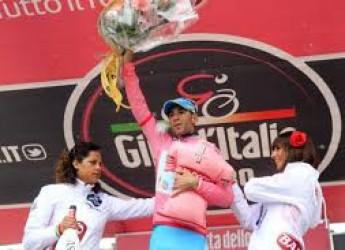 Cronache di sport. Nibali scala l'Olimpo del ciclismo. La Ferrari, invece, si cosparge di cenere.