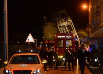 Genova. Nave contro la torre del molo: tre morti. Ancora sei dispersi.